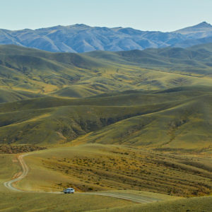 Pvk Photo | Photographe Professionnel | Camion traversant les montagnes de Khangai Nuruu en Mongolie Centrale