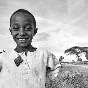 Pvk Photo | Portraits de voyage | enfant ethiopien avec une croix orthodoxe autour du coup
