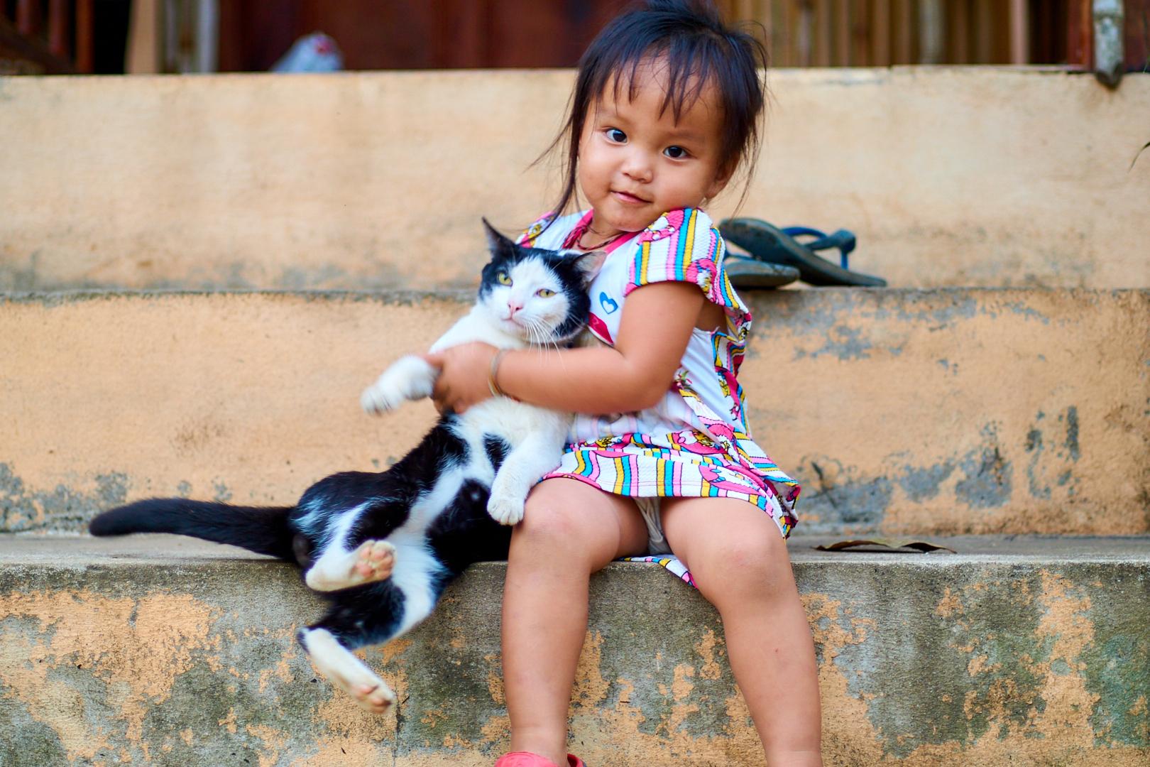 Pvk Photo | Photo de famille | portrait d'une petite fille et de son chat