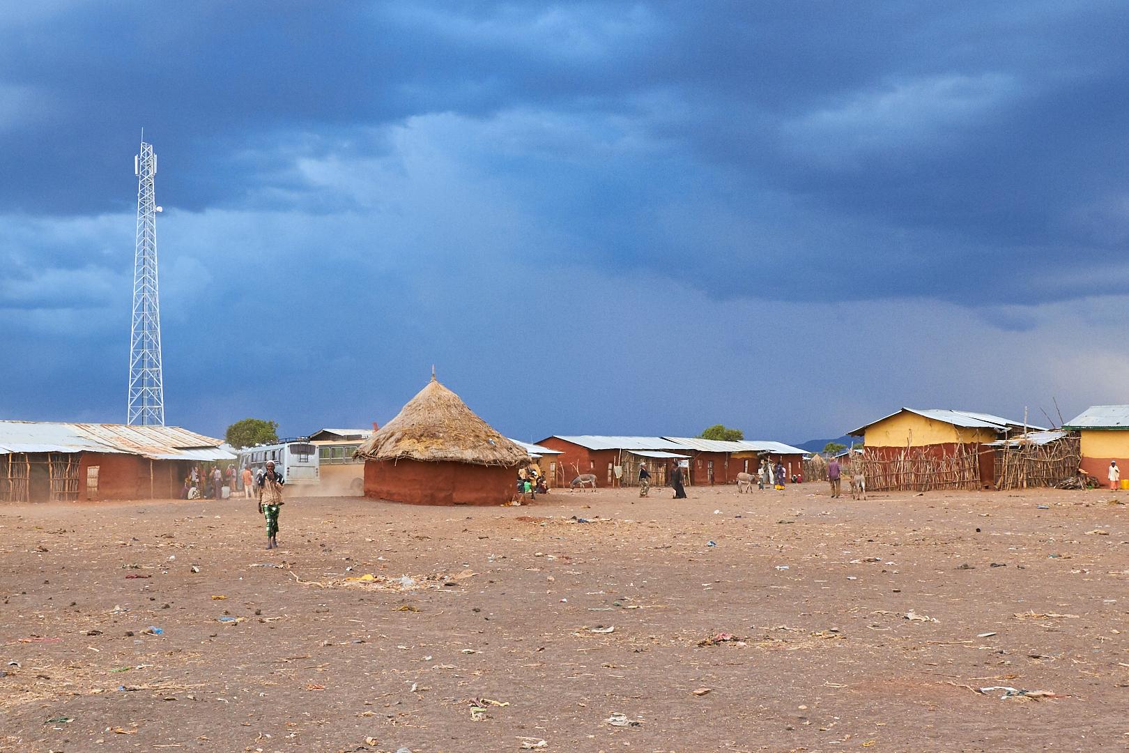 Pvk Photo | Photographe Professionnel | Antenne GSM au milieu du village de Sof Omar en Ethiopie