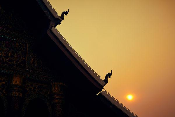 Silhouette d'une pagode à Luang Prabang